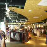 The cloud element defines circulation and draws visitors further into the store